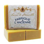 250g Fabrique Honey Soap